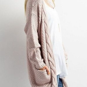 LIGHT PINK OVERSIZED CHUNKY CABLE KNIT SWEATER